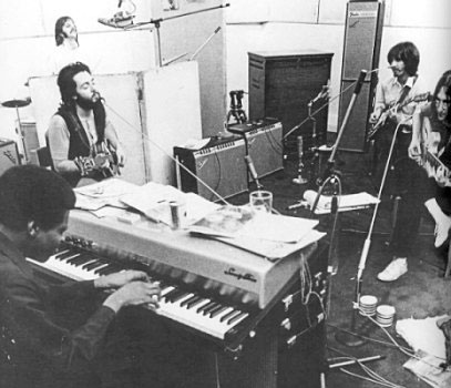 Billy Preston rehearsing with the lads. I bet he was thinking: yeeeeesss!!